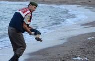 ماذا قال الجندي التركي الذي حمل جثة الطفل الكردي الغريق؟